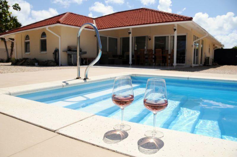glazen-rand-pool-voor-villa